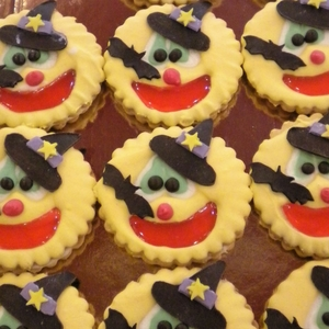 6.dolci-festa-di-Halloween-faccine-cappellino